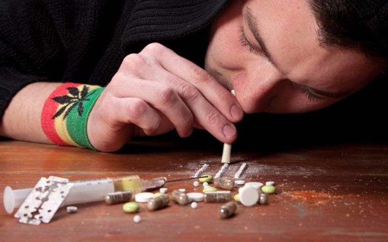 Детские  Травмы  Связанные  употреблением наркотиков